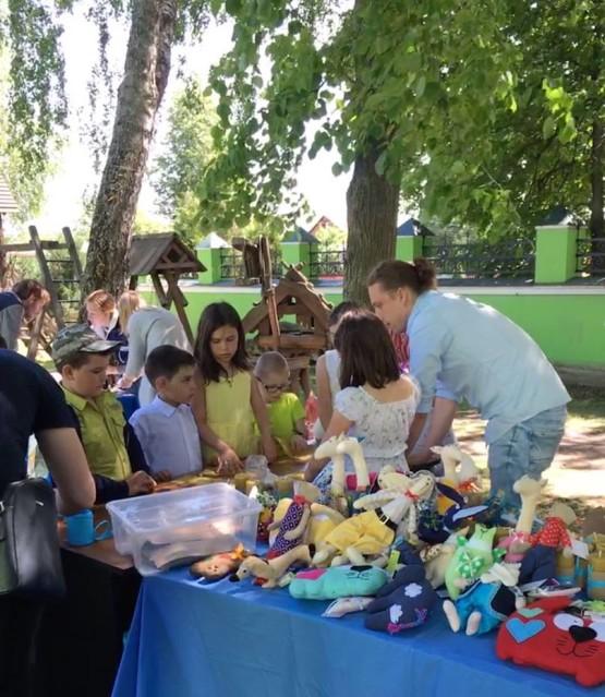Благотворительная ярмарка при Троицкой церкви в деревне Болтино